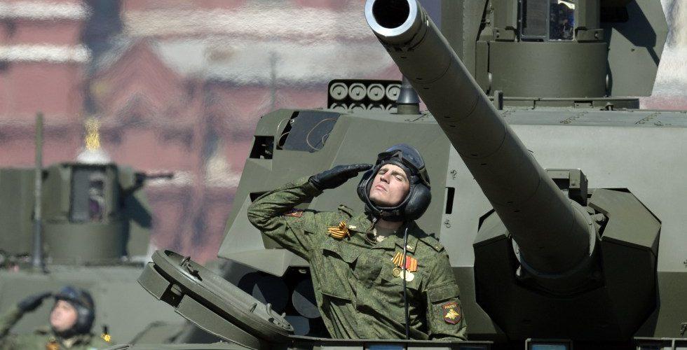 """Un haut-gradé britannique : """"Aujourd'hui, l'OTAN n'est pas de taille contre la Russie, qui a acquis l'expérience de la 'guerre brutale' en Syrie"""""""