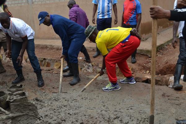 Mwumba: le Président de la République contribue aux travaux de développement