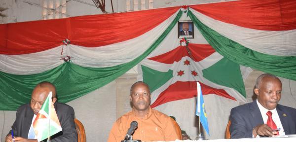 """Référendum/Constitution: le 1er Vice-président appelle la population de Mwaro à voter """"oui"""""""