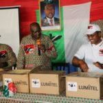 La province de Ngozi compte 298 collines : Le CNDD-FDD a distribué 298 téléphones portables aux 298 chefs collinaires  - Bagumyabanga - de Ngozi pour le référendum constitutionnel de mai 2018.