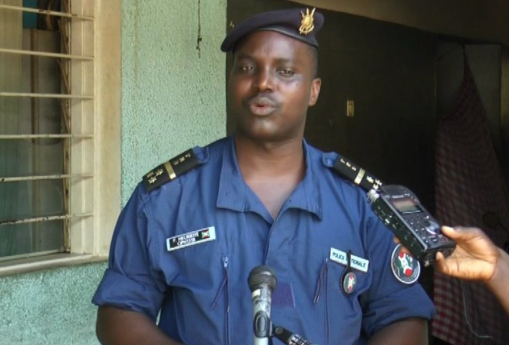 La Police Nationale du Burundi (PNB) arrête 8 individus armés qui voulaient perturber le Référendum constitutionnel du 17 mai 2018.