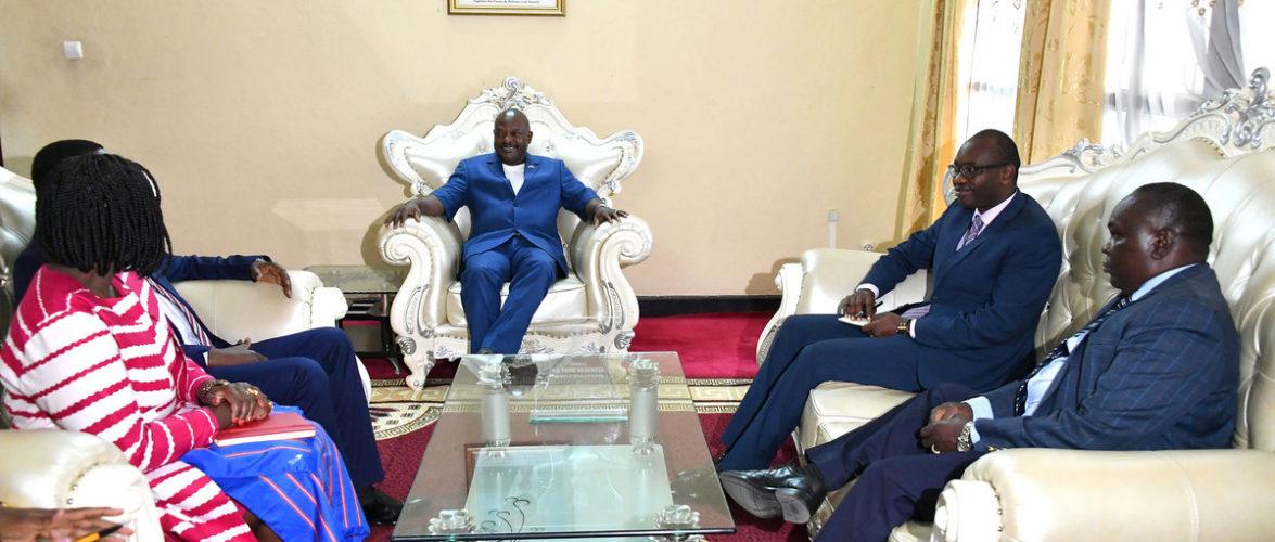 Les délégations étrangères se succèdent les unes aux autres dans un Burundi en paix