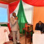 Mr Déogratias Niyonkuru a présenté son ouvrage relatif à la dignité paysanne, au Gouvernement burundais