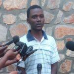 La police nationale présente à la presse un présumé rebelle du mouvement RED-Tabara