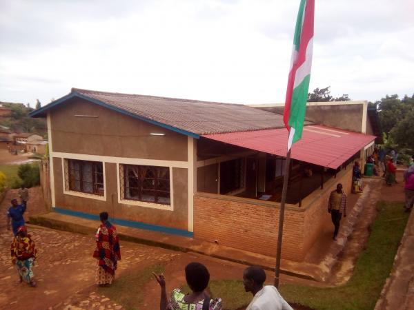 Kayanza: L'UEBB octroie un don d'ambulance au CDS de Rubura