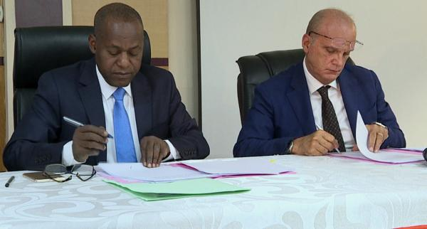 Signature d'un contrat de construction de deux centrales hydroélectriques