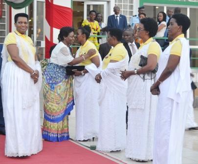 Burundi : La Première Dame de la République centrafricaine émue avant son retour