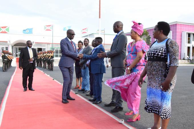 Le Président du Sénat burundais prend l'avion à destination de Kinshasa