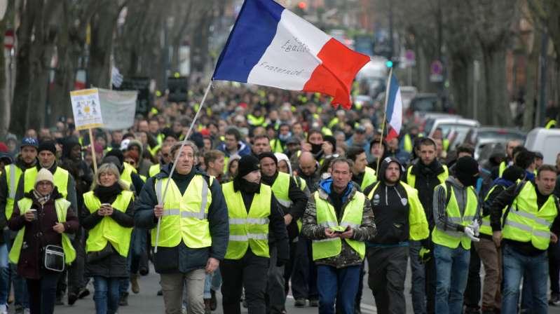 Gilets jaunes: le gouvernement durcit le ton pour ce 8e week-end de mobilisation