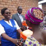 Burundi : L'ONG Word Vision avec le PNUD ont remis 85 lampes à plaques solaire à 85 femmes rurales à Mutimbuzi