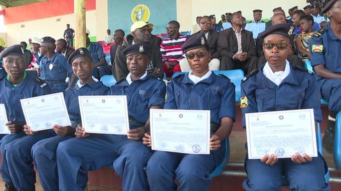 Muramvya: les lauréats de l'école des brigadiers de police reçoivent leurs diplômes