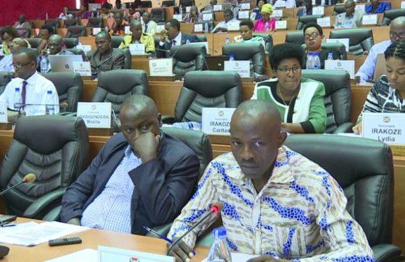 Les députés recommandent l'amélioration des conditions de travail de la police