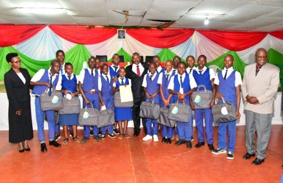 Burundi : 15 élèves des écoles d'excellence de tout le pays primés