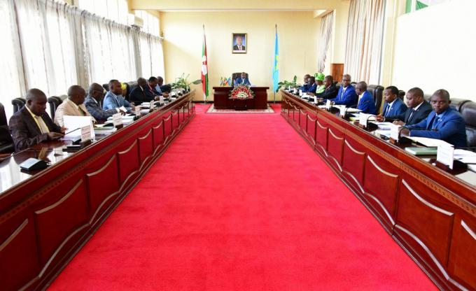 Le Chef de l'Etat préside un conseil des ministres