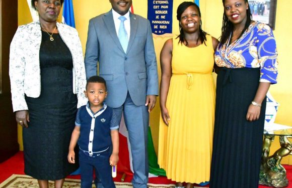 Burundi / Génocide Rwanda : Le Chef d'Etat reçoit la Veuve NTARYAMIRA Cyprien