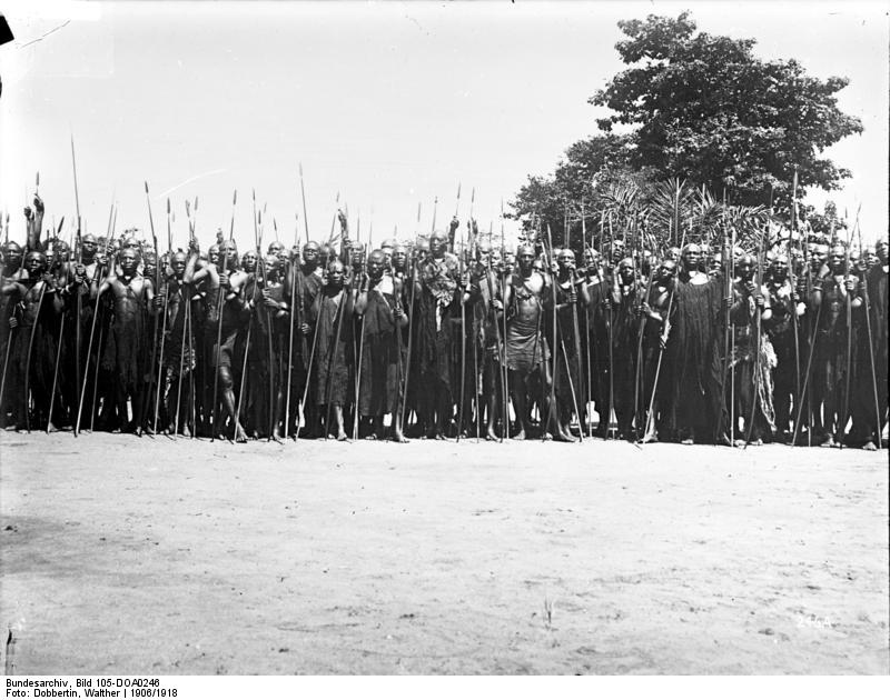Abadasigana de Mwezi Gisabo – ( Photo : wikipedia ) Leute des Königs Kasliwami von Urundi