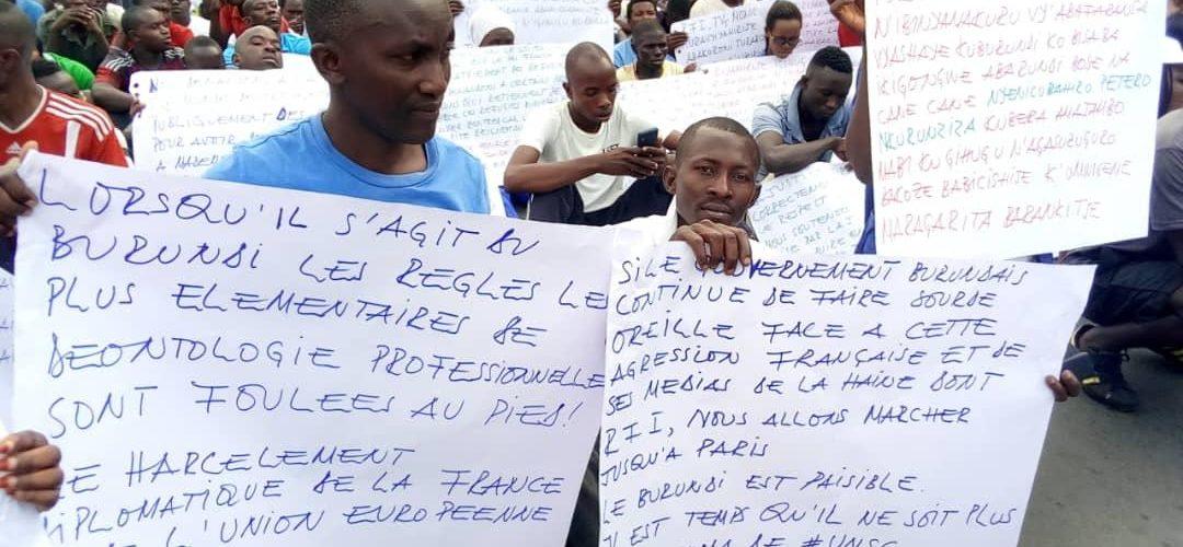 300.000 citoyens du Burundi ont manifesté contre les média occidentaux