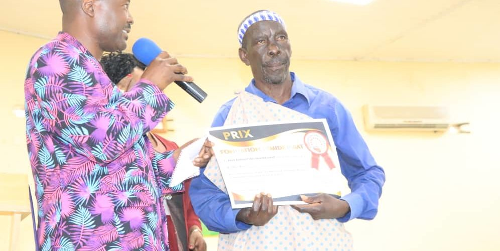 Burundi : La FONDATION FEMIDEJABAT vient de récompenser 2 chanteurs burundais – Mathias Mijuriro et Sylvestre Ciza