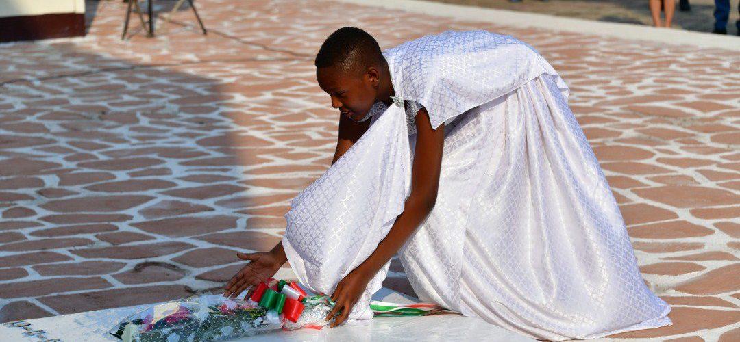 Burundi – 1er Juillet : Les deux arrières petites filles du Prince Louis RWAGASORE participent au dépôt des gerbes de fleurs