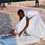 Burundi - 1er Juillet : Les deux arrières petites filles du Prince Louis RWAGASORE participent au dépôt des gerbes de fleurs