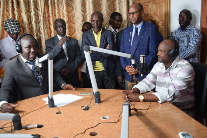 Le Premier Vice-Président rend visite la radiotélévision Rema FM