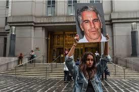 """Manhattan : Le milliardaire Jeffrey Epstein sous les verrous. Bill Clinton """"ne sait rien"""" sur les """"crimes terribles"""" de Jeffrey Epstein"""