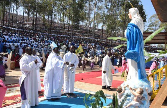 """Burundi : Près de 100.000 Barundi à Mugera, Gitega, pour l'Assomption – fête de la VIERGE MARIE """"qui serait en réalité MUKA KIRANGA / RYANGOMBE"""""""