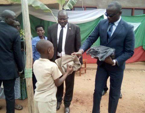 Burundi : Des autorités priment tous les 3 premiers élèves par classe de l'ECOFO de Kanzege, Makamba