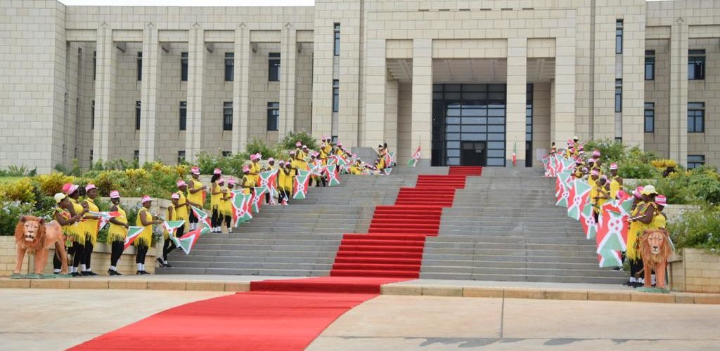 Le Burundi inaugure son Palais présidentiel NTARE RUTSHATSI HOUSE, avec la Chine