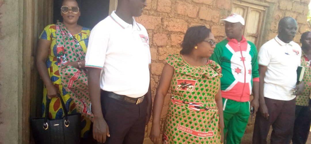 Burundi : Le CNDD-FDD MAKAMBA offre une maison à une famille précarisée