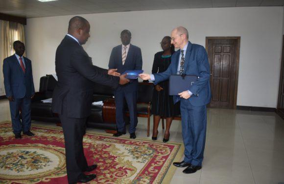 Burundi / UE : Présentation des Copies figurées des lettres de créance de M. BOCHU Claude