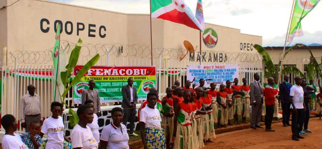 Le Président Nkurunziza du Burundi inaugure une agence COOPEC à MAKAMBA