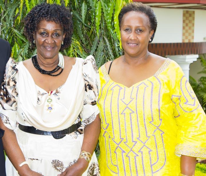 """MAMAN""  IRIBAGIZA Rosa Paula et sa fille, Mme MUHIRWA Louise / Photo : Bujumbura news."