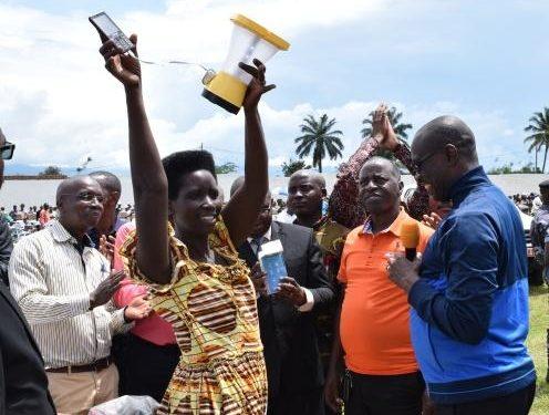 Les agents de santé communautaire de Makamba et Nyanza-lac reçoivent des kits de travail