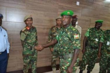 Visite du commandant du 12ème contingent burundais au Chef de la Force de Défense Somalienne