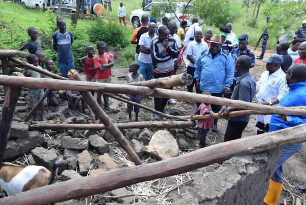 Gihanga/pluies diluviennes : le Président de l'Assemblée nationale vient en aide aux victimes