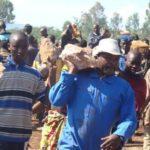 Le très populaire président Africain du Burundi, S.E. Nkurunziza Pierre aux Travaux de Développement Communautaires (TDC) – Photo : Gov.BI