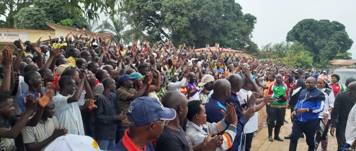 Le CNDD-FDD mobilise des milliers de citoyens aux TDC  – Construire le Bureau provincial de Rumonge / Burundi