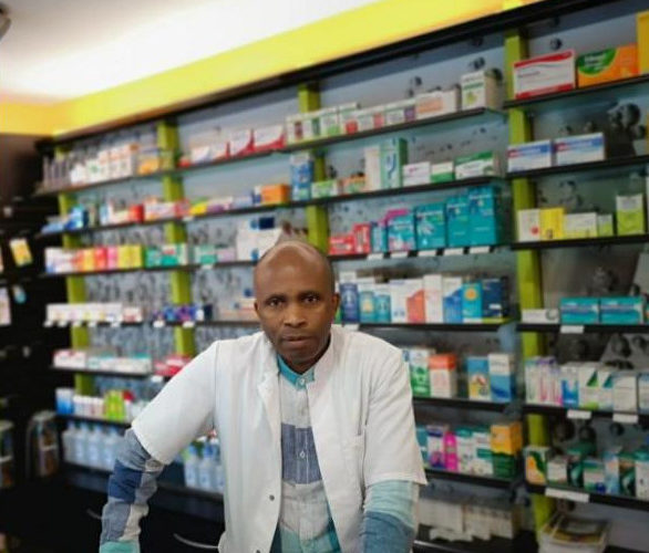 DIASPORA – COVID-19 : NZEYIMANA Lazare, Pharmacien – La production de masque en tissu réutilisable à grande échelle / BURUNDI