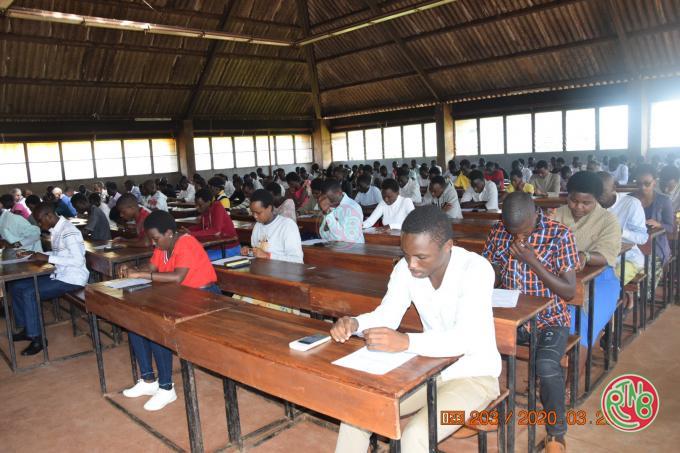 Gitega: passation du concours d'accès aux facultés de médecine et de statistiques
