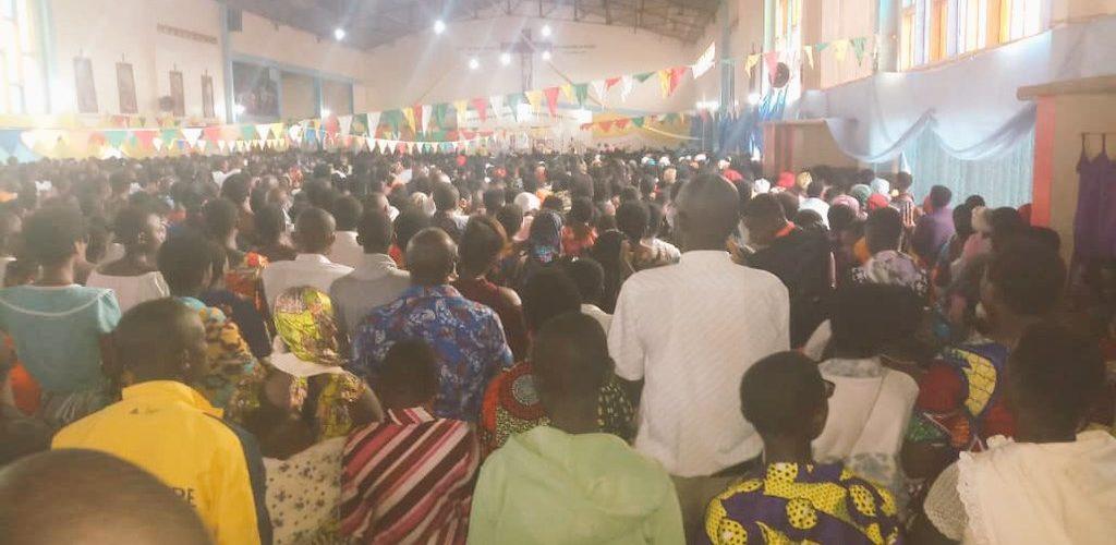 Pâques à la paroisse Saint Pierre Claver de MAKAMBA / Burundi