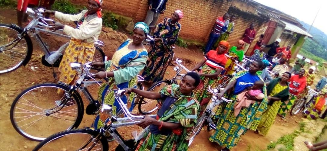 Le CNDD-FDD BUKEYE a offert 18 vélos à 18 BAKENYERERARUGAMBA, MURAMVYA / Burundi