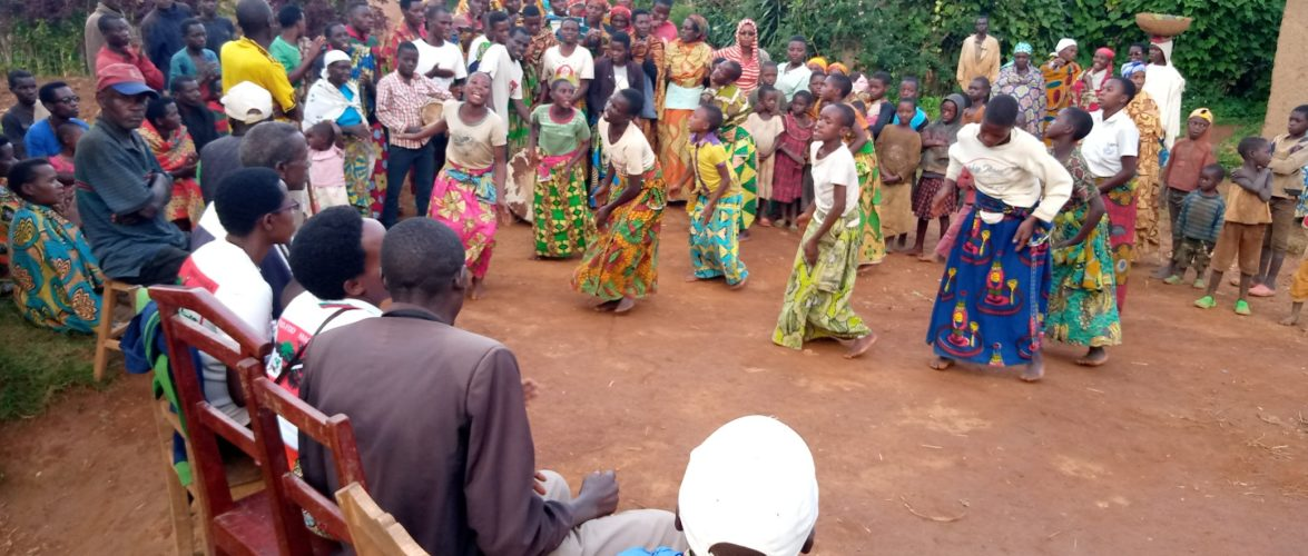 Le CNDD-FDD, en colline RWETETO, organise une rencontre festive, BUKEYE, MURAMVYA / Burundi