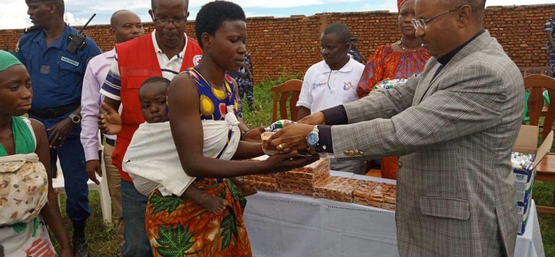 CPG BUNYONI distribue une aide aux victimes des inondations à GATUMBA , BUJUMBURA / Burundi