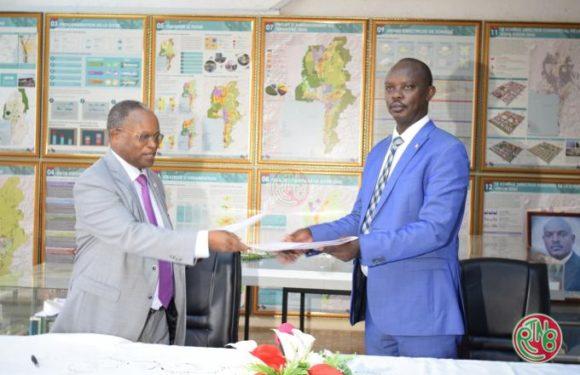 Le Ministère en charge des travaux publics et la croix rouge signent un protocole d'accord