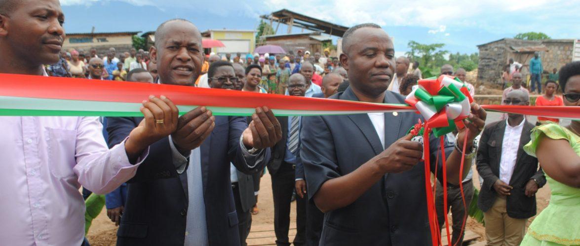 Installation de lignes électriques à KABEZI, BUJUMBURA / Burundi