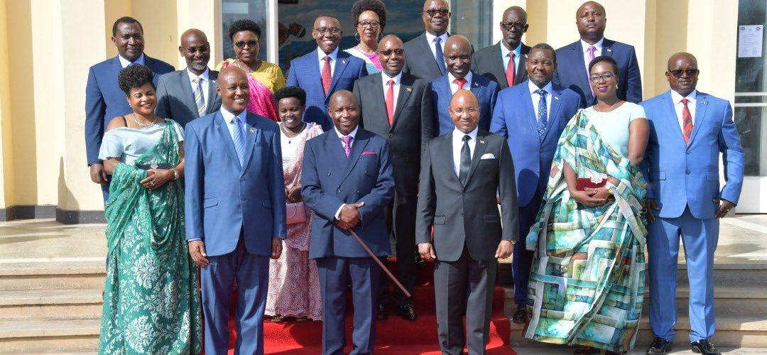 La photo du nouveau gouvernement du Burundi – NDAYISHIMIYE 1er