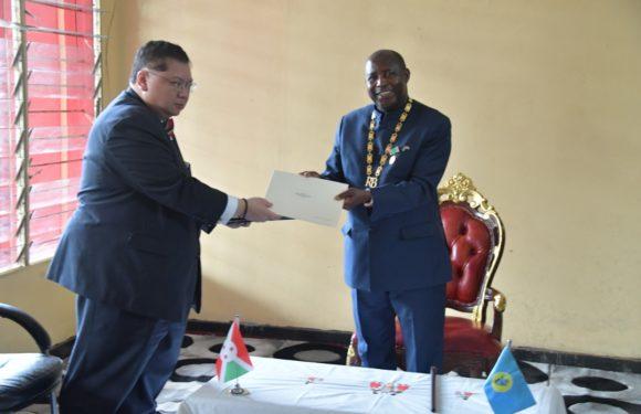 Le Chef de l'Etat reçoit en audience le Premier Émissaire des Etats Unis pour le Sahel en visite au Burundi