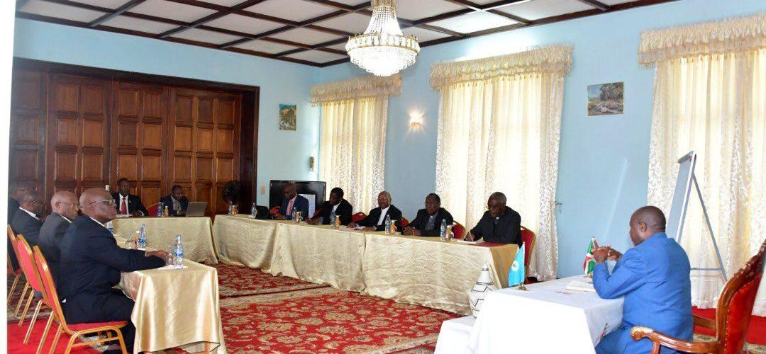 Le Président tend la main au VATICAN / BURUNDI