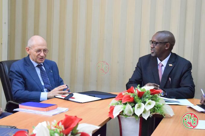 Le ministre en charge de l'équipement reçoit en audience l'Ambassadeur délégué de l'UE